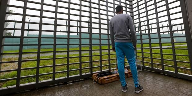 Centres fermés: le respect des droits des étrangers en régression - La Libre