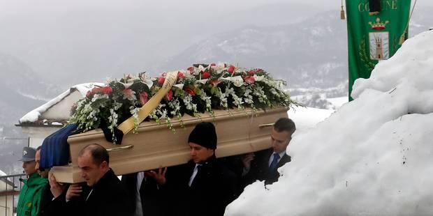 Hôtel dévasté en Italie: 15 morts et 14 disparus, premières funérailles - La Libre