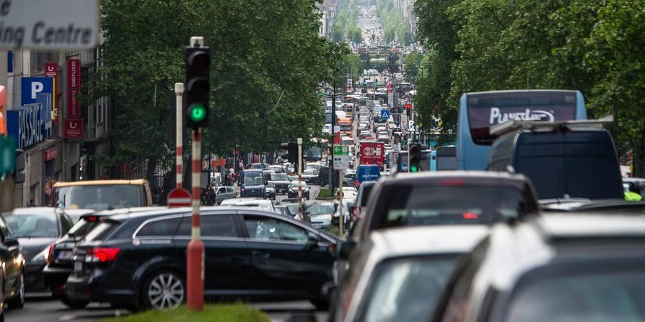 """La Commission européenne prévient: """"La Belgique doit décourager l'usage de la voiture"""""""
