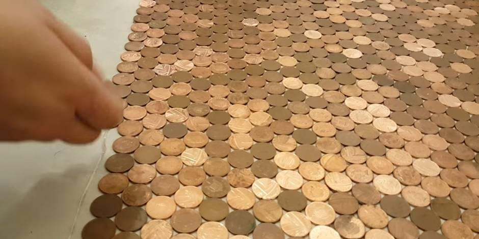 Il recouvre le sol de son magasin avec 1500 euros en pièces de 1 cent