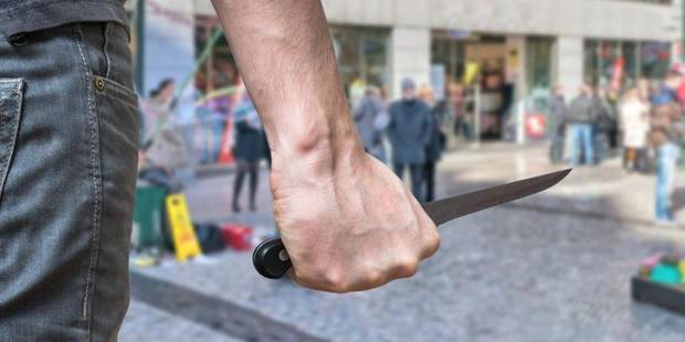 Bruxelles: Un homme sème la terreur devant la Bourse avec un couteau de cuisine - La Libre