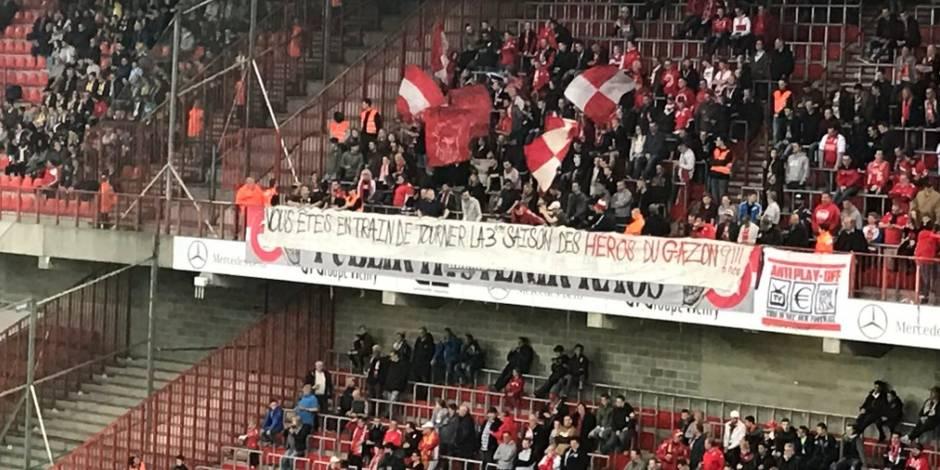 """""""Héros du gazon"""", """"Thonteux""""... les supporters du Standard se moquent de leurs joueurs"""