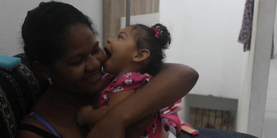 """Brésil: la """"génération zika"""" lutte pour survivre"""