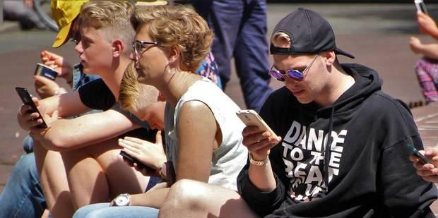 Faut-il interdire les smartphones à l'école? - La Libre