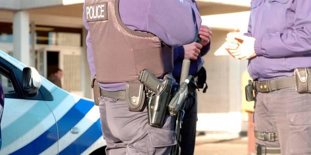 Un individu armé d'une hachette attaque un café à Liège - La Libre