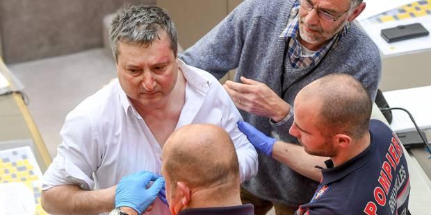 Un député flamand connu pour ses problèmes d'alcool s'écroule pendant la plénière (Photos) - La Libre