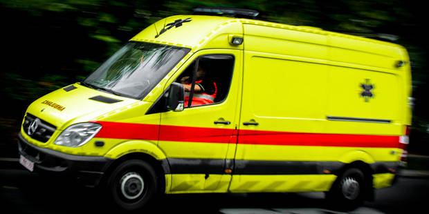 Accident de tram devant Dockx Bruxelles : un cycliste grièvement blessé - La Libre