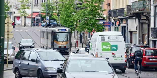 En heure de pointe, les bus et les trams se traînent à Bruxelles - La Libre