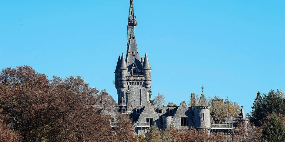 Houyet - 31-10-2016 Destruction of the Noisy castle Destruction, demolition et demontage du chateau de Noisy Vue depuis le chateau de Veves Credit: JMQuinet/Reporters Reporters / QUINET