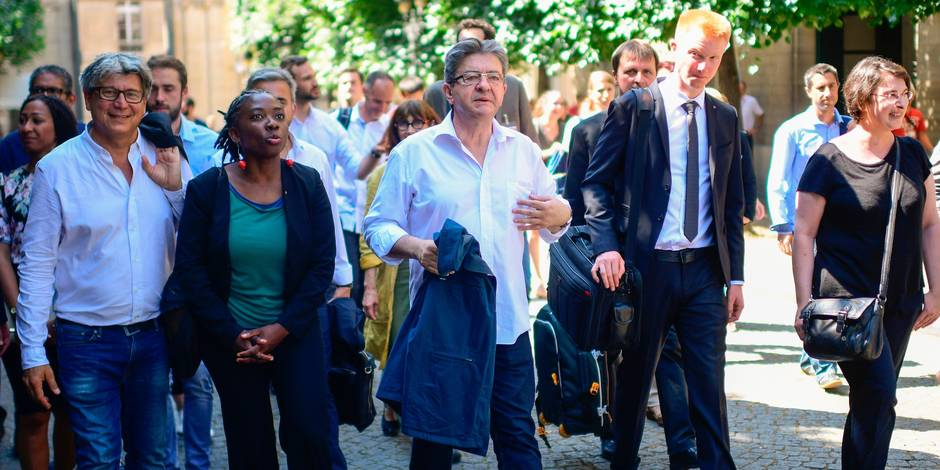 Face aux journalistes, Mélenchon impose l'ordre puis fait preuve de mépris