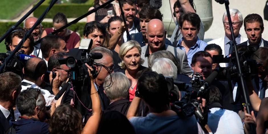France: Cohue médiatique à l'arrivée de Marine Le Pen à l'Assemblée