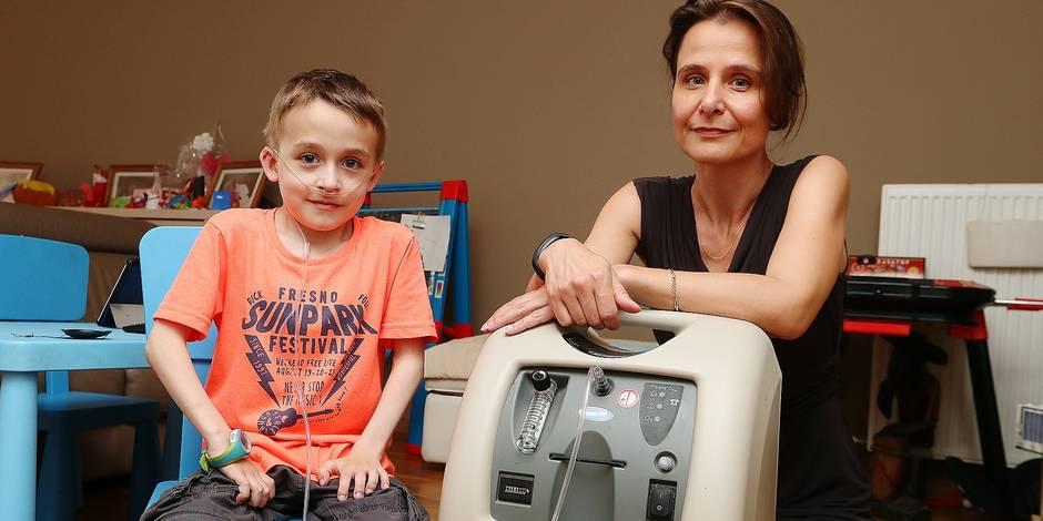 Photos Bernard Demoulin: Sacha Louineau enfant gravement malade sous oxygene a son domicile