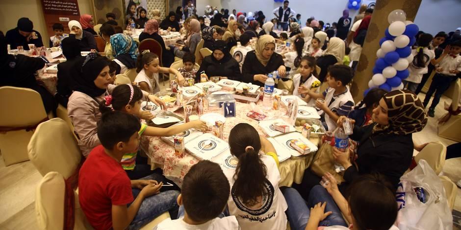 """""""Iftarons"""": près de 1.000 personnes accueillies chez des inconnus pour partager un Iftar"""