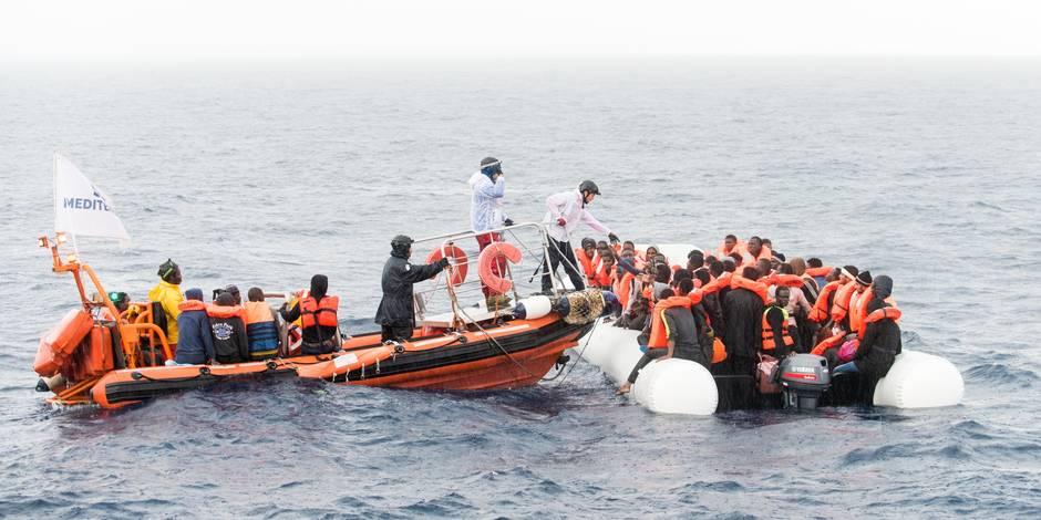 """Trois pays européens en faveur d'un """"code de conduite pour les ONG"""" secourant des migrants"""