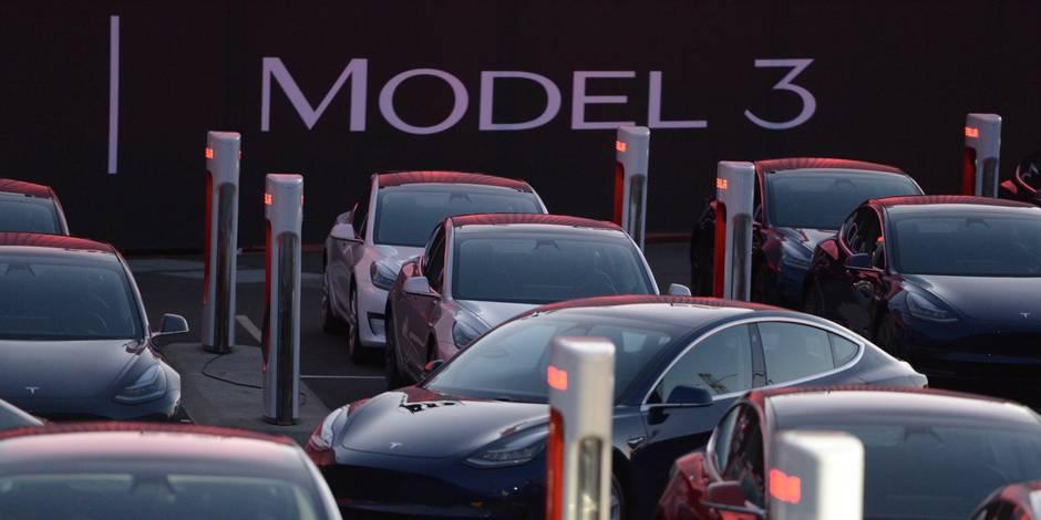 """En pleine euphorie sur le """"Model 3"""", Tesla subit une offensive syndicale"""
