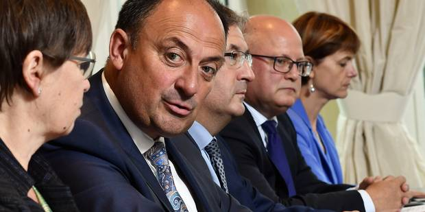 Six ministres du gouvernement wallon ont omis de déclarer des mandats - La Libre