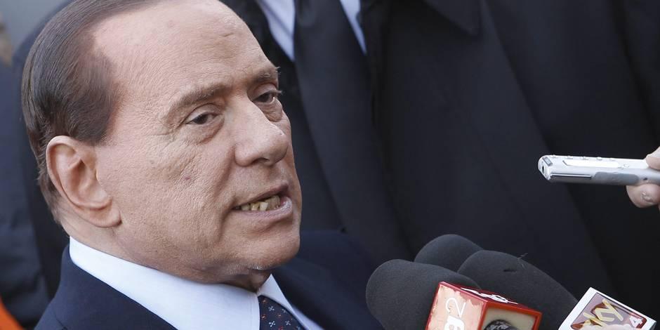 Berlusconi évoque la possibilité d'une monnaie parallèle à l'euro, la dette italienne tendue