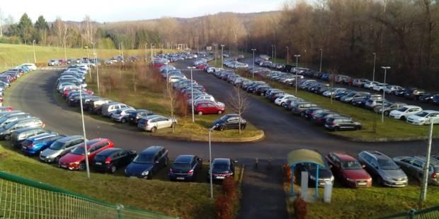 Viaduc Herrmann-Debroux: Premières voitures dans le parking de Louvain-la-Neuve, plusieurs bus Conforto à Walibi - La Li...