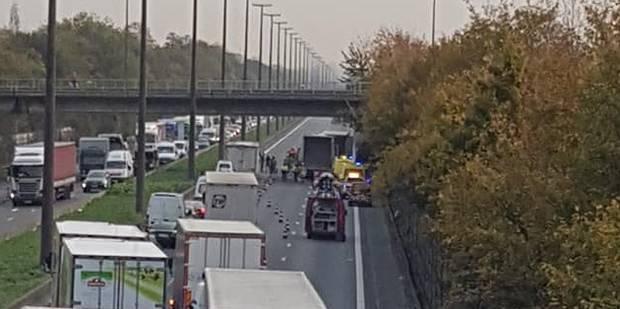 Gros carambolage sur la E19 : deux camions et une voiture impliqués - La Libre