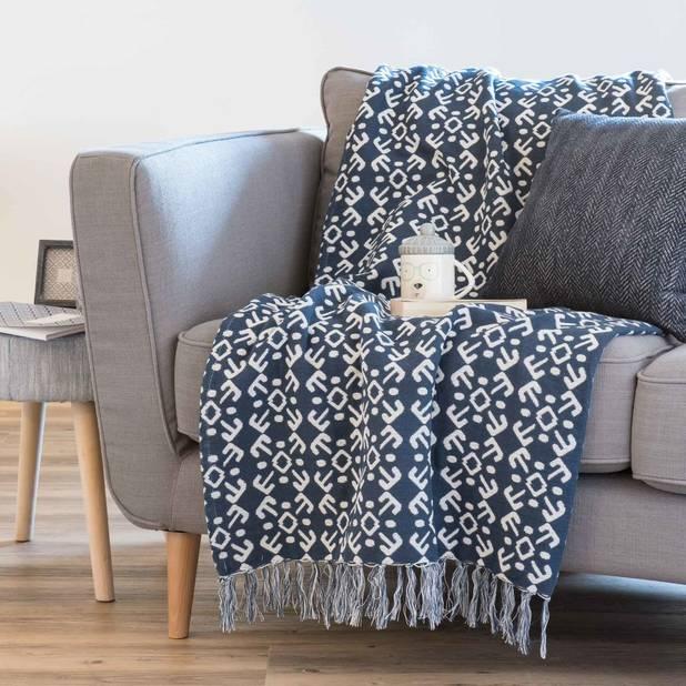 Jeté en coton bleu motif jacquard 160x210, 49,99 euros chez Maisons du monde