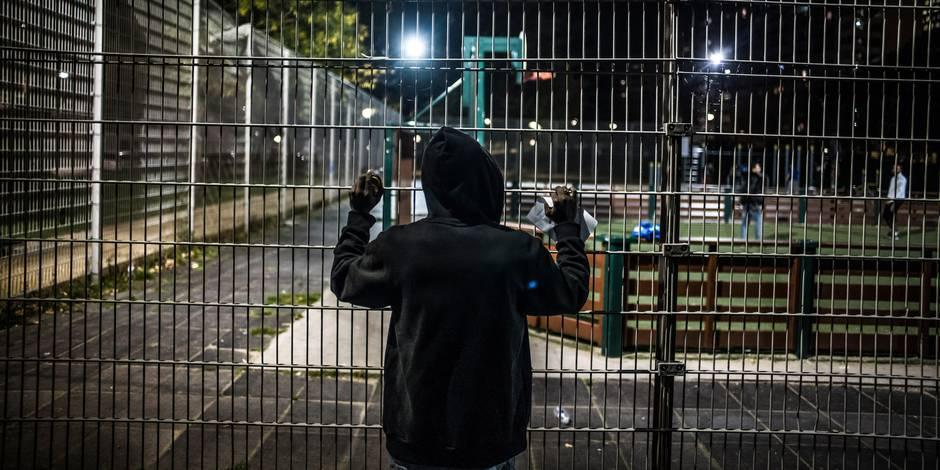 Des citoyens bénévoles se débrouillent chaque soir pour loger 300 migrants