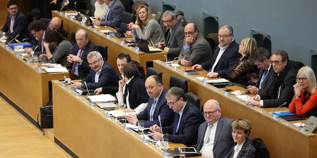 La fusion des TEC et le service en cas de grève approuvés par le gouvernement wallon malgré la grogne syndicale - La Lib...