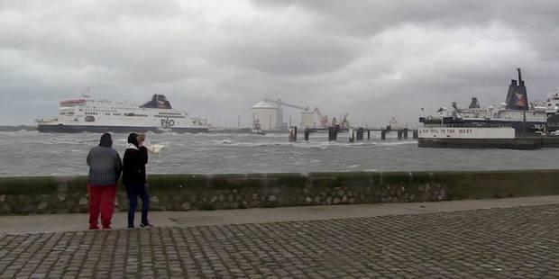 Le ferry échoué dans le port de Calais de retour à quai - La Libre