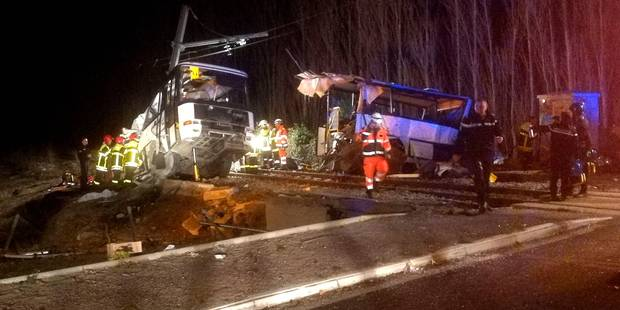Six collégiens tués dans une collision entre un train et un bus en France: vers une barrière fermée, la conductrice du c...