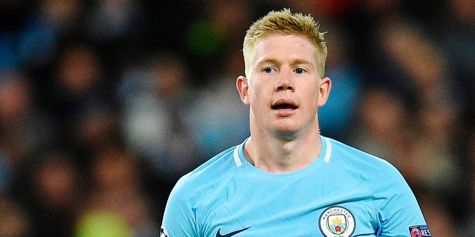 Manchester City's Belgian midfielder Kevin De Bruyne reacts during the UEFA Champions League Group F football match between Manchester City and Feyenoord at the Etihad Stadium in Manchester, north west England, on November 21, 2017. / AFP PHOTO / Oli SCARFF