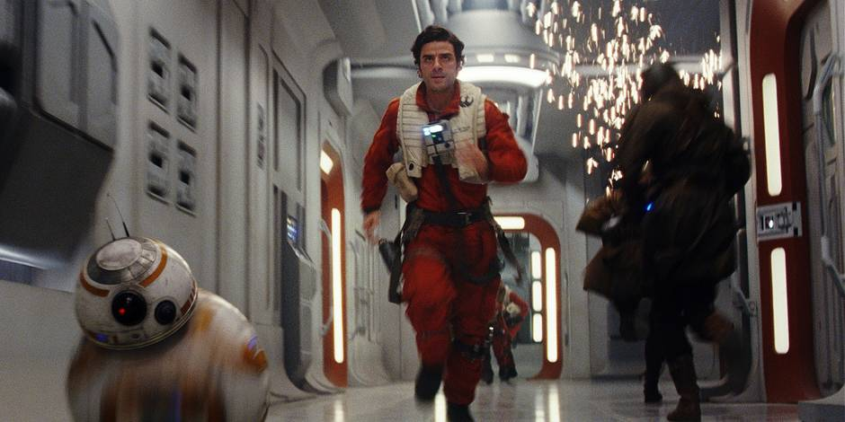 Star Wars: The Last Jedi L to R: BB-8 and Poe Dameron (Oscar Isaac) Photo: Film Frames Industrial Light & Magic/Lucasfilm ©2017 Lucasfilm Ltd. All Rights Reserved.