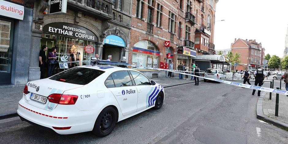 Deux hommes armés ont braqué jeudi après-midi le bureau de poste Saint-Guidon situé à Anderlecht, a indiqué la zone police Midi, confirmant ainsi une information diffusée par RTL. Il n'y a pas eu de blessés. Les auteurs du hold-up ont pris la fuite à moto et n'ont encore été identifiés.