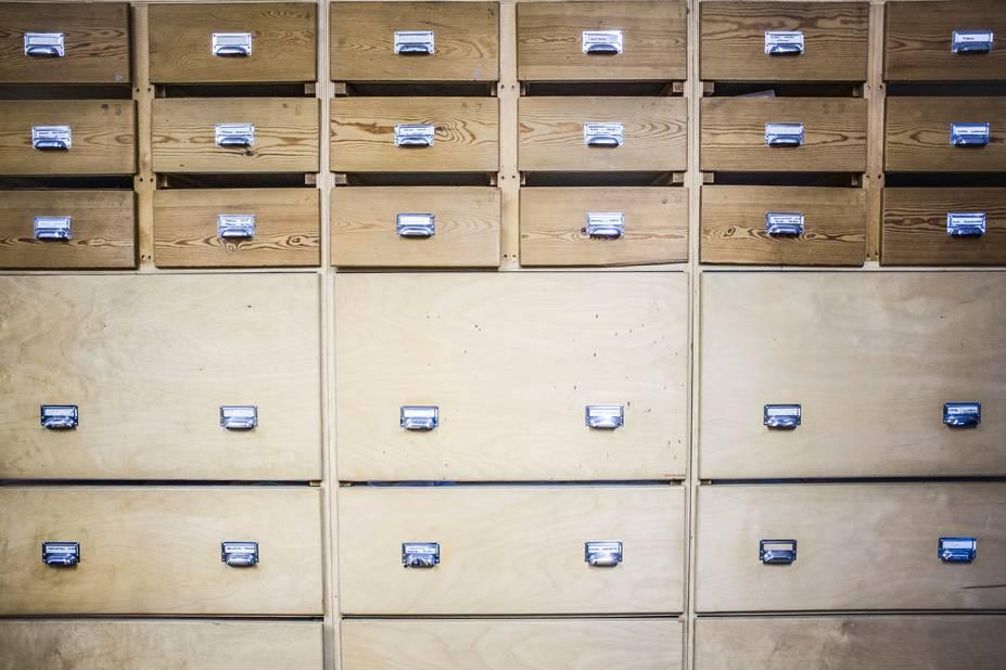 Des petits tiroirs remplis de trésors pour les ingénieuses couturières du National.