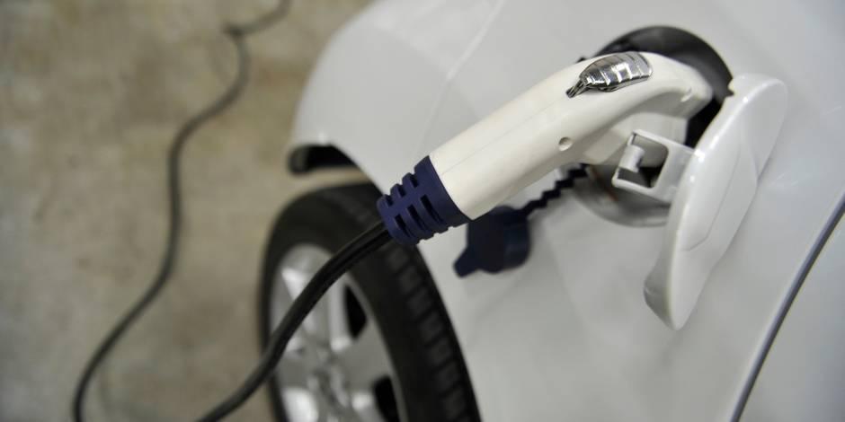 """""""Des bornes de recharge pour voitures électriques obligatoires dans les stations-service"""""""