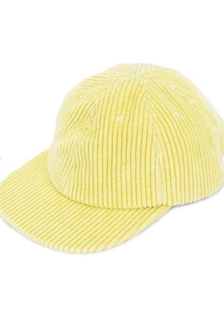 Unused. casquette en velours côtelé.                              68 euros.