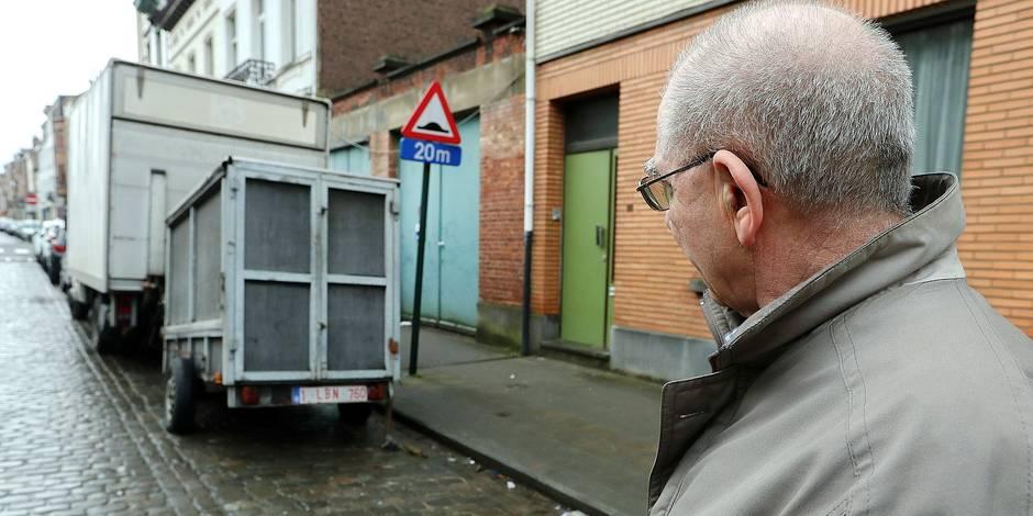 Bernard Demoulin: Il ce plein des caravanes et des remorques mal garee