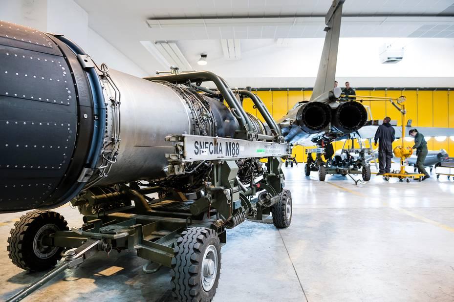 Escadron de soutien technique aéronautique (ESTA) Rafale sur la base aérienne 113 à Saint-Dizier. Chariot moteur M88.