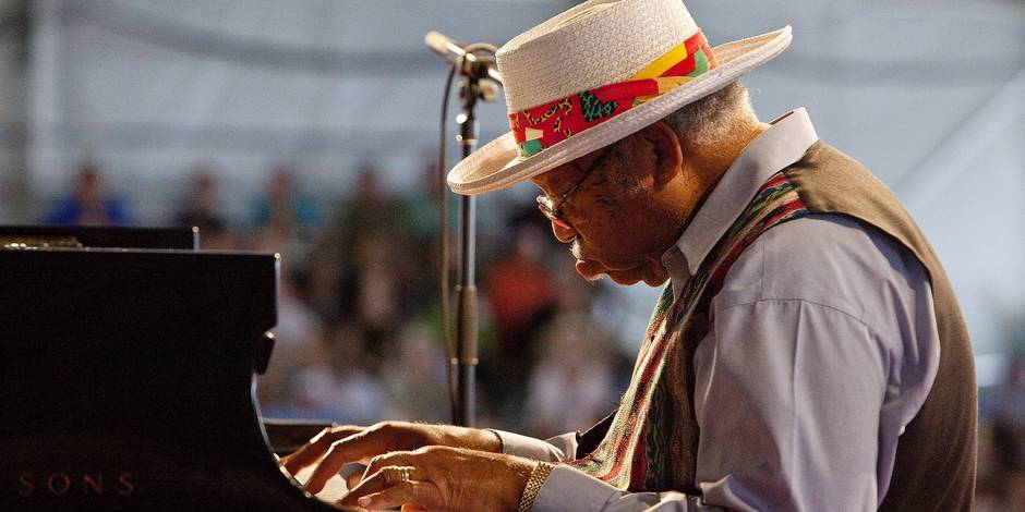 epa02140931 New Orleans jazz pianist Ellis Marsalis Jr. performs on the Jazz Tent stage at the New Orleans Jazz and Heritage Festival at the New Orleans Fair Grounds Race Course in New Orleans, Louisiana, USA, 02 May 2010. The New Orleans Jazz and Heritage Festival celebrates it's 41st Anniversary this year with 12 different stages in an annual 7-day multi-cultural event that encompasses both international music and every form of music associated with the city of New Orleans and Southern Louisiana including jazz, gospel, Cajun, zydeco, blues, Rhythm and Blues, rock, funk, African, Latin, Caribbean, folk, and more in addition to local cuisine, arts, and crafts. EPA/SKIP BOLEN