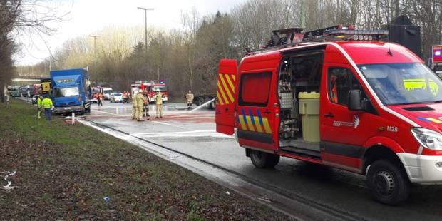 Un accident impliquant 3 camions sème le chaos sur l'E411 à hauteur d'Overijse (Photos & Vidéos) - La Libre