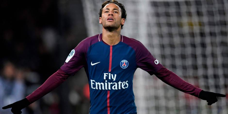 Paris Saint-Germain's Brazilian forward Neymar celebrates after scoring during the French L1 football match between Paris Saint-Germain and Dijon on January 17, 2018 at the Parc des Princes stadium in Paris. / AFP PHOTO / CHRISTOPHE SIMON