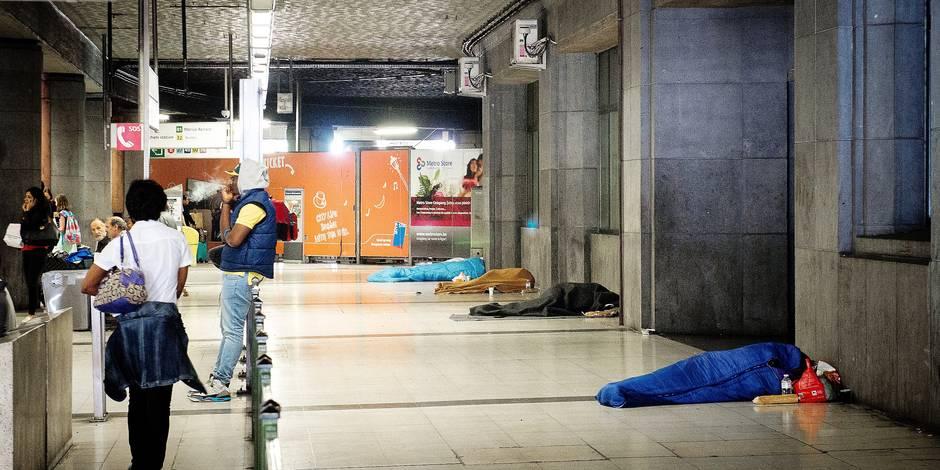 Bruxelles - Gare du midi: Les sans abris de la gare du midi expliquent pourquoi ils ne souhaitent pas fréquenter les centres d'accueil de la capitale
