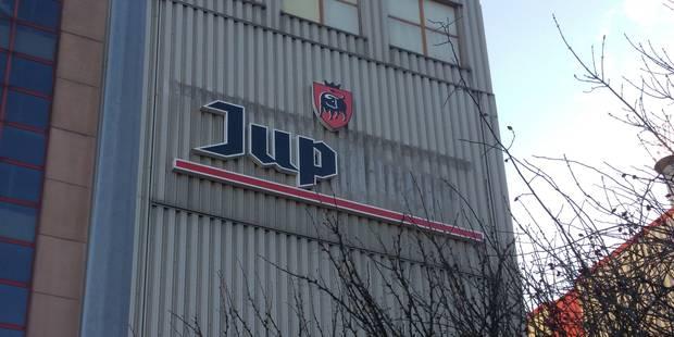 Que se passe-t-il avec Jupiler? La marque et des logos retirés de la façade de la brasserie à Jupille (PHOTOS) - La Libr...