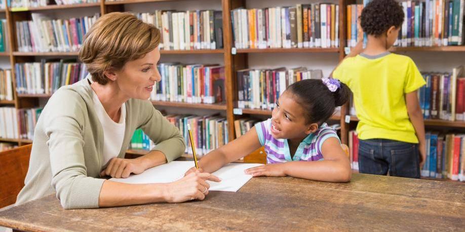 Pour faire lire un enfant, aidez-le à parler