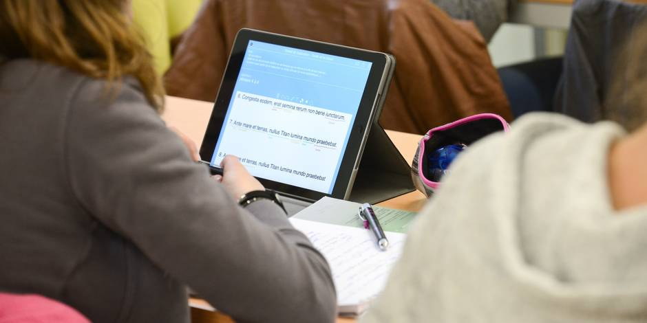 """""""Les élèves sortent leur tablette comme ils sortiraient un livre"""" - La Libre"""