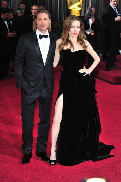 Angelina Jolie et ses fameuses robes fendues, en 2012 en                              Atelier Versace