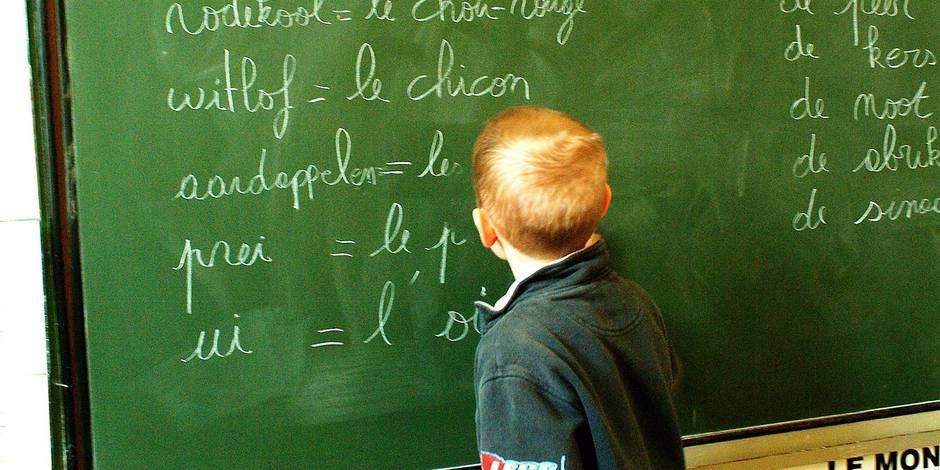 Attention au droit a l image ! Ecole Ste Anne Etterbeek cours cour de recre recreation eleve instituteur enfant adolescent cours cour de recreation recre enfant adolescent maternelle instit langue neerlandais bilinguisme