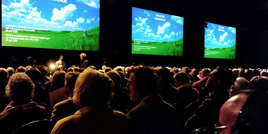 20090428 - GENT, BELGIUM: More than 3000 Fortis shareholders attend the shareholders meeting of Fortis holding, Tuesday 28 April at Flanders in Gent. The shareholders have to vote on the sale of Fortis to French bank BNP Paribas. BELGA PHOTO ERIC VIDAL