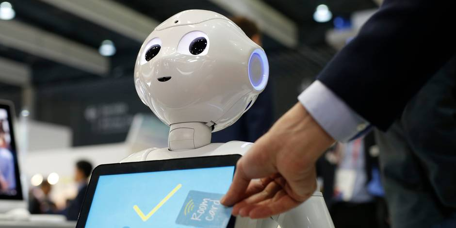 Picture shows SoftBank's humanoid robot 'Pepper' at the Mobile World Congress (MWC), on the last day of the world's biggest mobile fair, on March 1, 2018 in Barcelona. The Mobile World Congress is held in Barcelona from February 26 to March 1. / AFP PHOTO / Pau Barrena