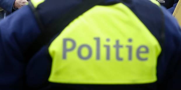 Deux policiers anversois virés pour racisme - La Libre