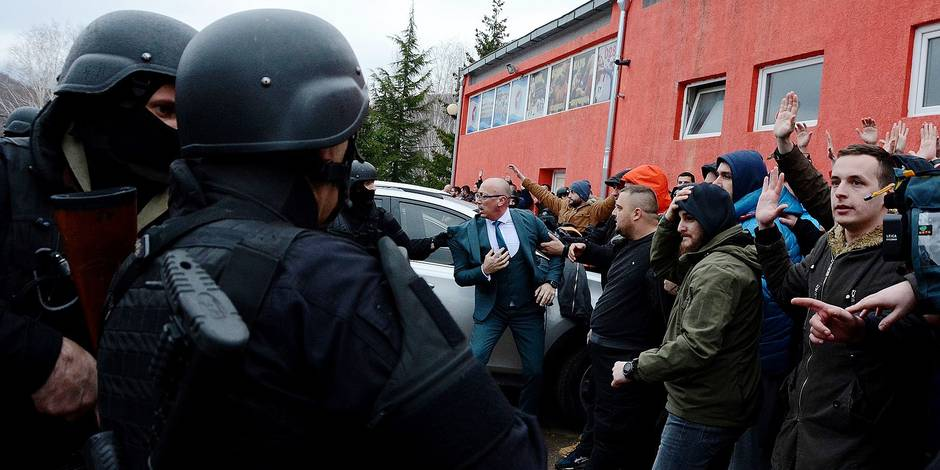 "Kosovar police officers scuffle with Kosovar Serb protesters in northern Mitrovica on March 26, 2018 after the arrest of a senior Serbian official. Kosovo police on March 26 arrested a senior Serbian official after he crossed into the disputed territory and travelled to the flashpoint town of Mitrovica in defiance of a ban, a police spokesman said. Marko Djuric, Belgrade's chief negotiator for the former Serbian province that proclaimed independence in 2008, ""was arrested and we are taking him to a police centre in Pristina,"" spokesman Baki Kelani said. / AFP PHOTO / STRINGER"